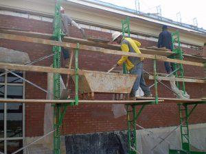 Elevating scaffolding for masonry