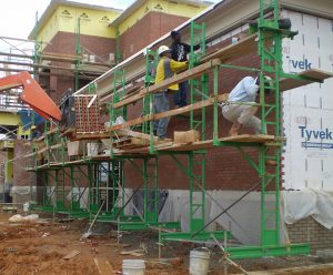 Elevating mason scaffolding