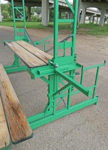 Inside corner workbench bracket for workhorse elevating scaffolding