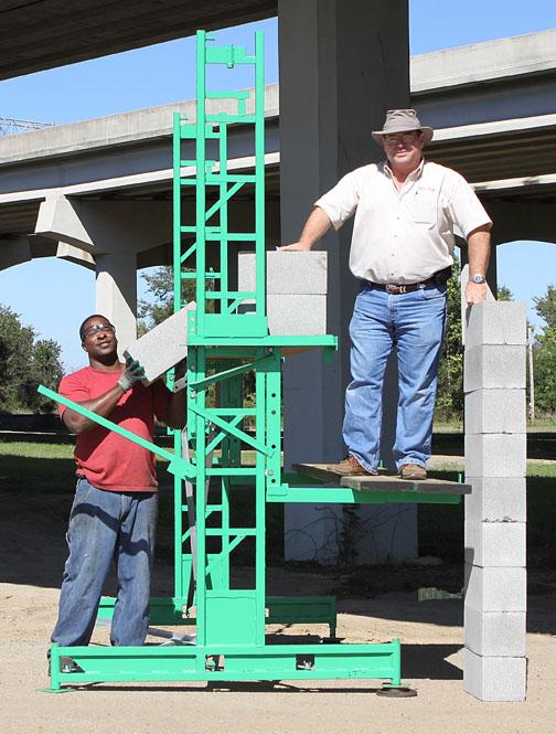 Stocking workhorse elevating scaffolding