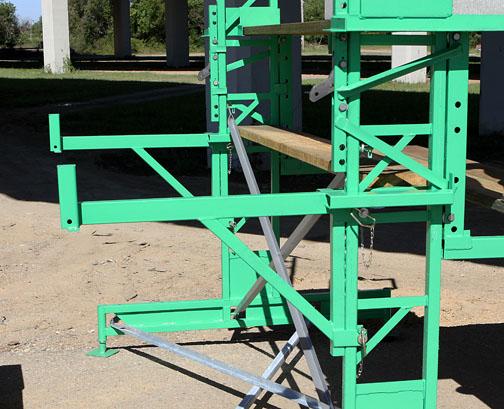 Workhorse scaffolding laborer bracket