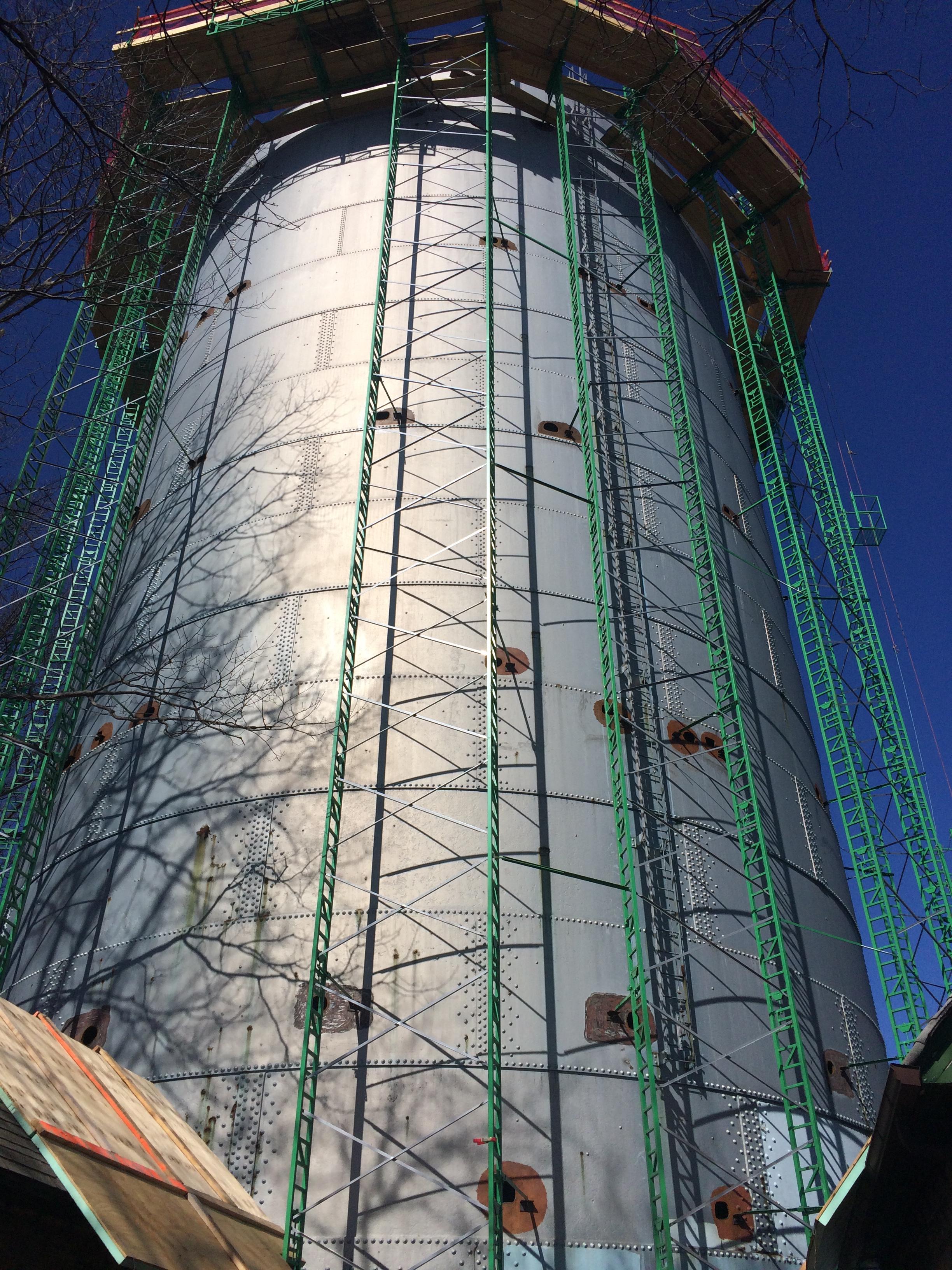 Gramercy tank demolition using crank-up scaffolding